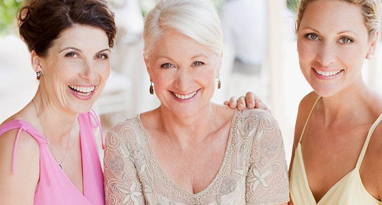 Breuninger Hochzeitswelt: Brautmutterkleid in gedeckter Farbe