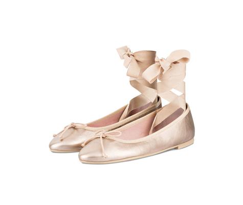 Golden Ballerinas als Accessoire für Hochzeitsgäste