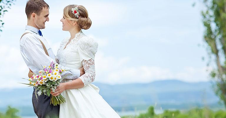 Hochzeitspaar im Frühling