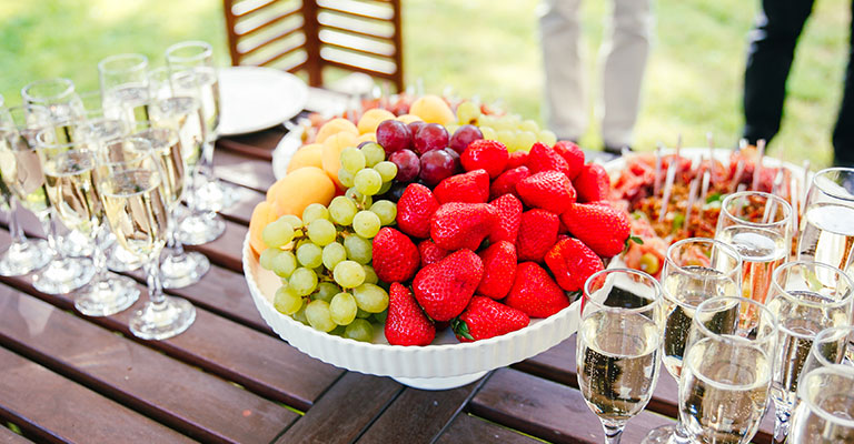 Hochzeitschampagner mit Erdbeeren