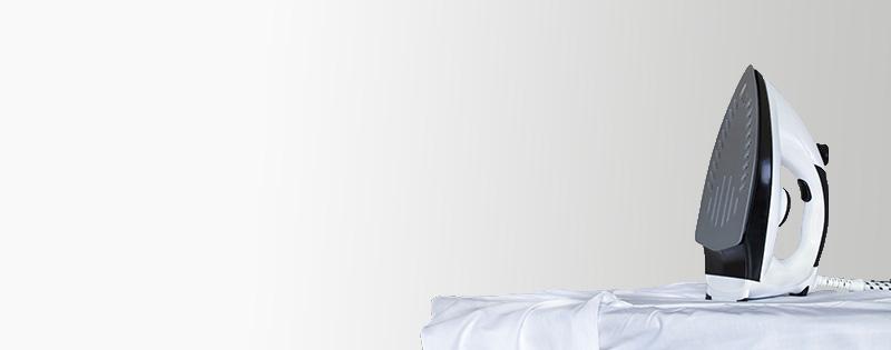 Business Blusen Pflegetipps - Bügeleisen mit Bluse