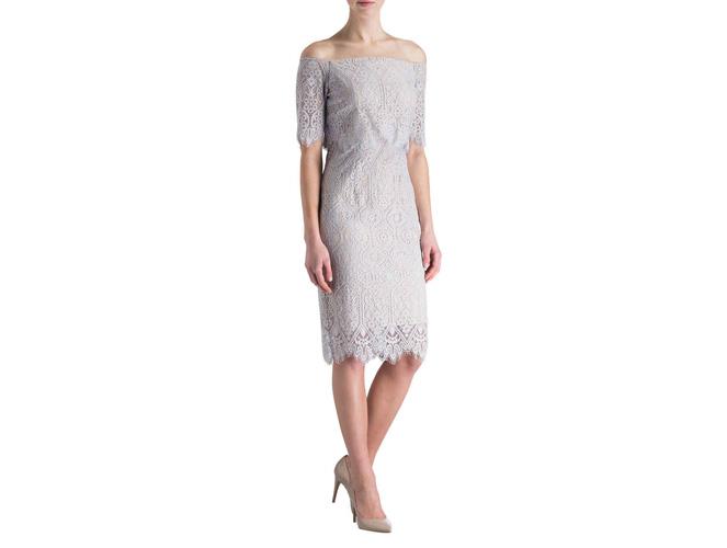 Schulterfreies Kleid: zarte Eleganz