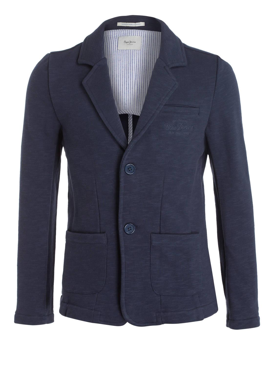 Artikel klicken und genauer betrachten! - Der Sweat-Sakko von Pepe Jeans lässt die Modeherzen der Kleinen höher schlagen. Die aufgesetzten Eingrifftaschen, eine Stickerei auf Brusthöhe und das absteigende Revers ergänzen sich perfekt zueinander. In Kombination mit Jeans oder Chino kreieren Sie für den Nachwuchs einen charmanten und smarten Look. Details: Taillierter Schnittt. Jersey-Qualität. Abfallendes Revers mit Knopfloch. Einreiher mit zwei Knöpfen. Leistentasche auf Brusthöhe mit Stickerei. Drei Kissing-Buttons am Ärmelabschluss. Aufgesetzte | im Online Shop kaufen