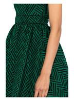 maje Kleid REALI, Farbe: GRÜN/ DUNKELGRÜN (Bild 1)