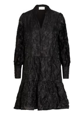 NEO NOIR Kleid FREI mit Rüschenbesatz