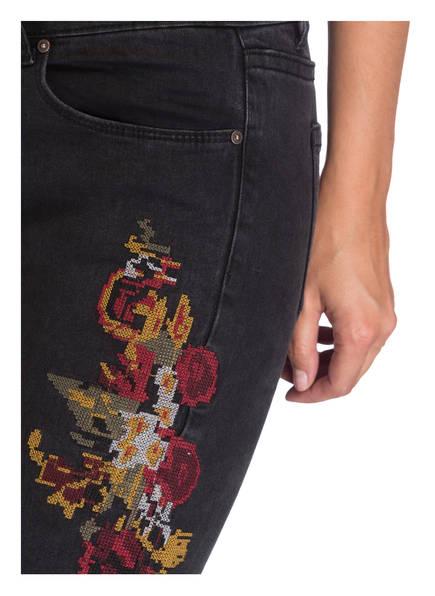 CARTOON Jeans mit Stickereien