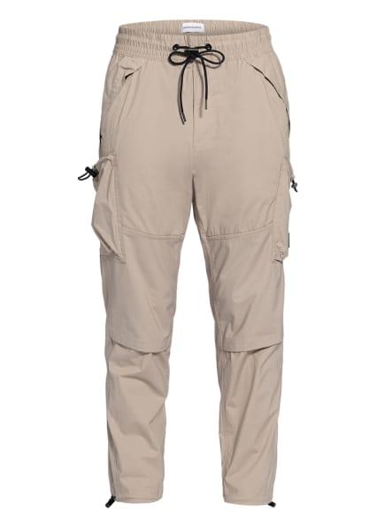 Calvin Klein Jeans Cargohose im Jogging-Stil Regular Fit, Farbe: CREME (Bild 1)